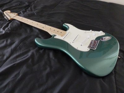 two different colours of sherwood green fender stratocaster guitar forum. Black Bedroom Furniture Sets. Home Design Ideas