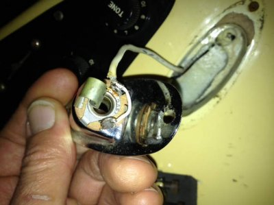 awful hum and output jack wiring doesn t look right fender image 716450664 jpg