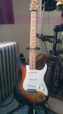 76180 e5d9bba1694b37639ed2666e881dcbf9 vester strat fender stratocaster guitar forum  at crackthecode.co