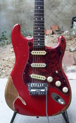 anyone own a red strat with a tort guard fender